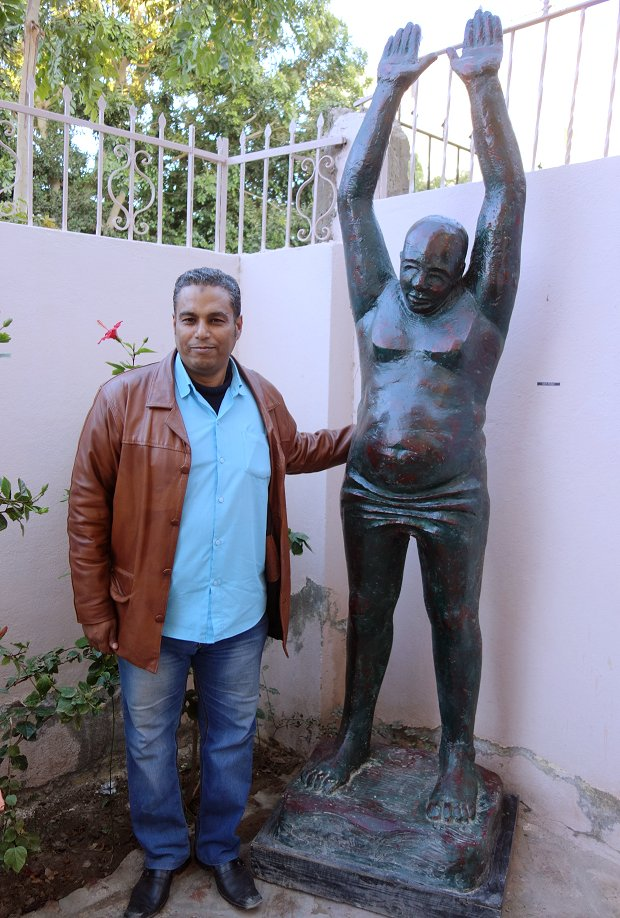 Salah Shaban with one of his sculptures